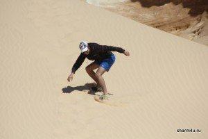 Сэндбординг - катание на доске в пустыне в Шарме