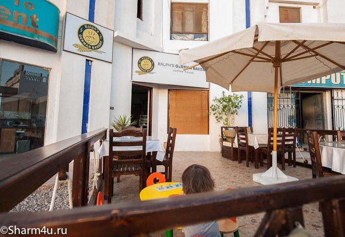 Кафе - булочная в Шарм эль Шейхе: вход