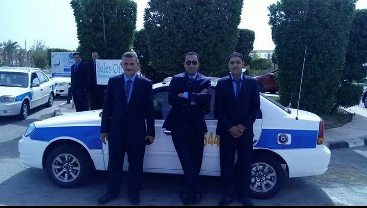 Таксисты Шарма в костюмах